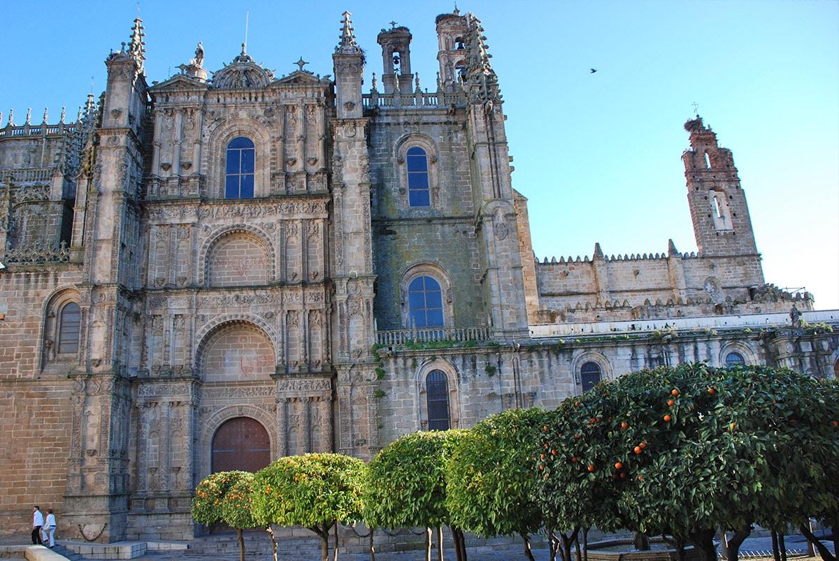 Portada de la Catedral Nueva
